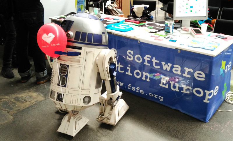 3D-printed R2D2 holds a IloveFS-balloon to show his love for Free Software.