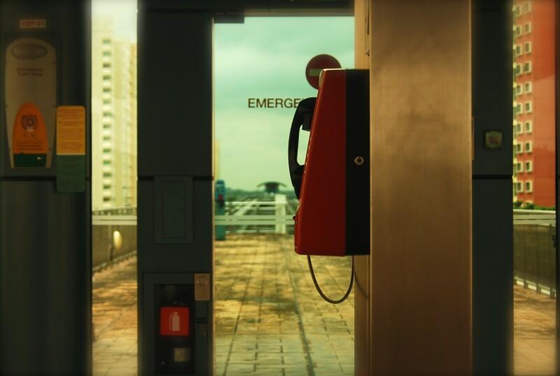 Een rode noodtelefoon