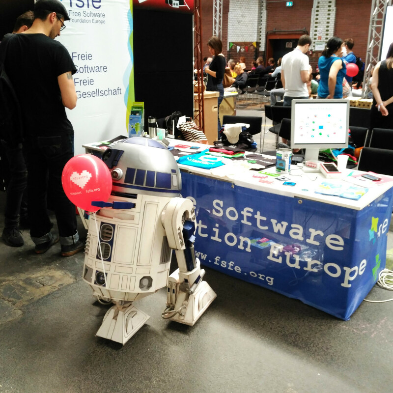 R2D2 loves Free Software