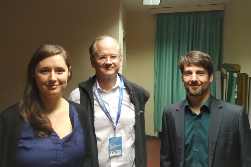 Katharina Nocun, Lawrence Lessig e Matthias Kirschner mentre registrano il Software Freedom Podcast